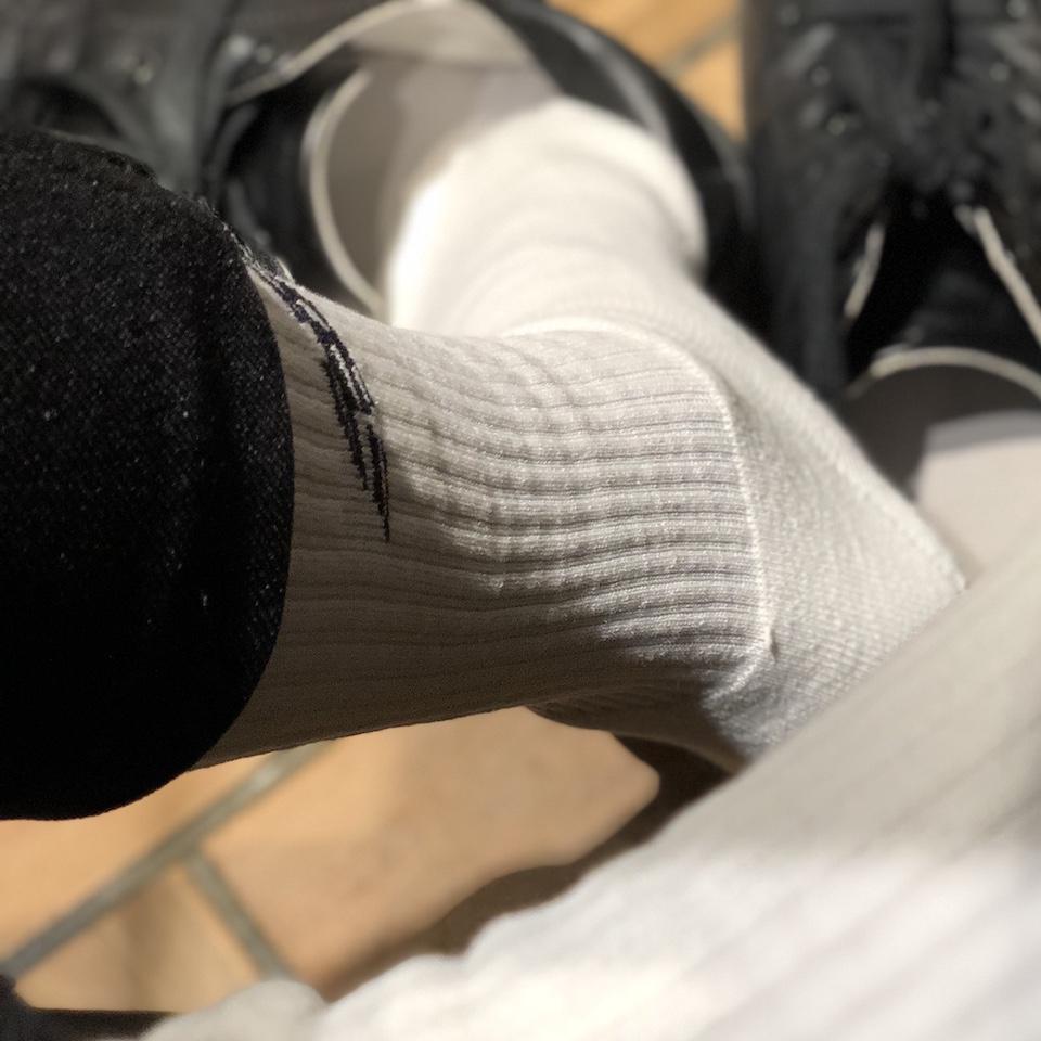 ニューバランススポーツソックスのレビュー|白ソックス系男子